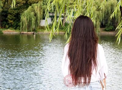 脱发是怎么回事 压力太大居然会导致这后果