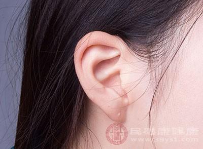 耳朵发热的预兆