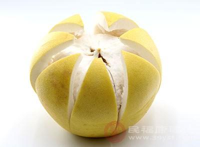 中医认为柚子味酸,可以理气化痰