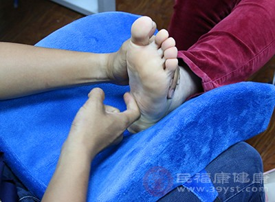 做好足部按摩能够有效加快血液循环