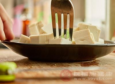 將豆腐渣炒焦後研細,用紅糖水送服