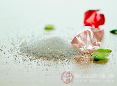 放入一茶匙的盐,把它搅拌均匀