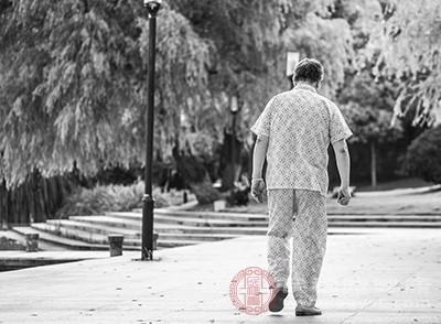 老人失眠的原因 高血压可能会导致这个问题