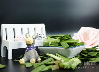 韭菜是可以帮助我们杀菌消炎的