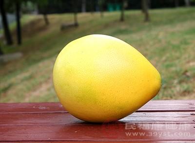 这个时候可以吃一些柚子