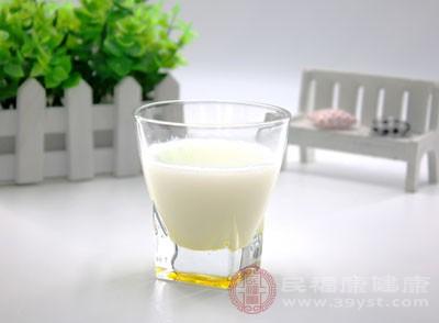 吃什么补钙 多喝牛奶助你摆脱这困扰