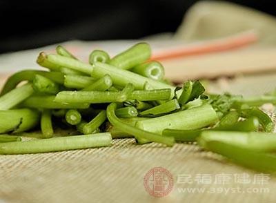 茼蒿的功效 常吃这种蔬菜皮肤变得细腻