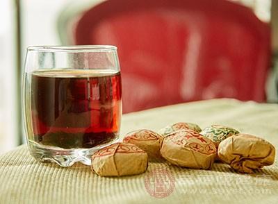 新茶存放时间短,含有较多的未经氧化的多酚类、醛类及醇类等物质
