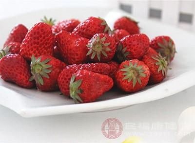 草莓中含有大量易被高温破坏的维生素c