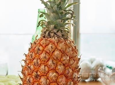 菠萝可以帮助我们身体消化