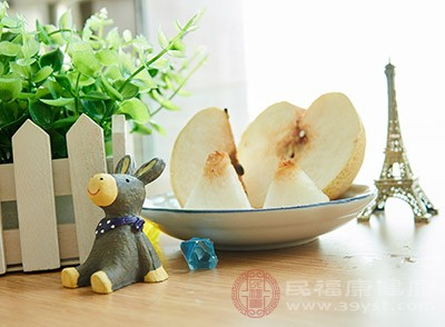 香梨很可口,肥嫩多汁,具有清热解毒、润肺生津、止咳化痰的功效