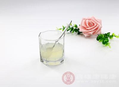 柠檬水的作用 这种饮料能帮助肠胃消化