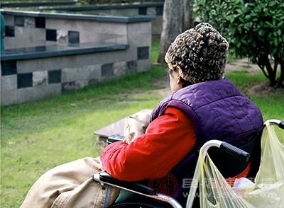 发病人群较为年长,以中老年女性为主