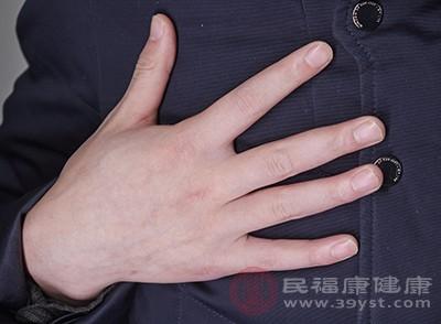 指甲丰满、皮肤光泽细腻