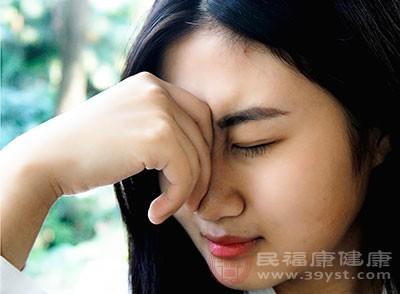 偏头痛的症状 这些导致偏头痛的因素要避免