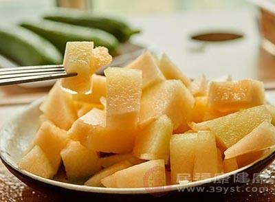 哈密瓜的好处 想要保护眼睛可以常吃它
