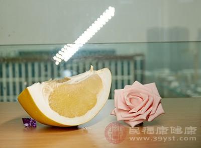 柚子热量低,维生素c、纤维素、水分含量丰富