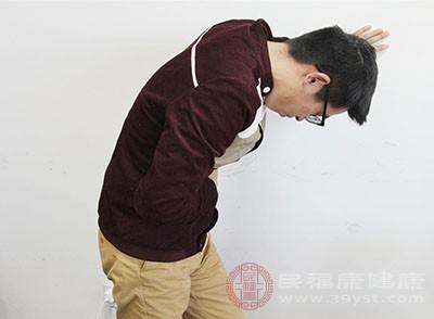 男人腰痛的原因 作息不规律能引起这个病