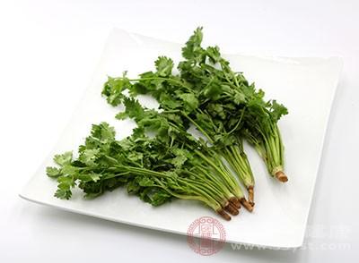 香菜可以幫助我們降低身體中膽固醇的含量