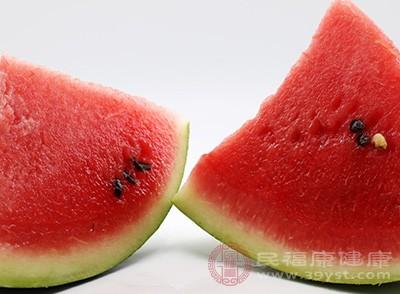 西瓜、白蘭瓜、哈密瓜、桃子,易引起腹瀉