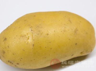 土豆中含有生物鹼,存的越久的土豆生物鹼含量越高