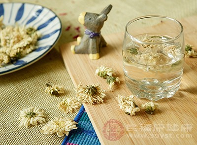 菊花茶是一種很有營養的飲品