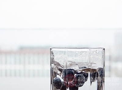 多吃一点蓝莓可以帮助我们保护视力