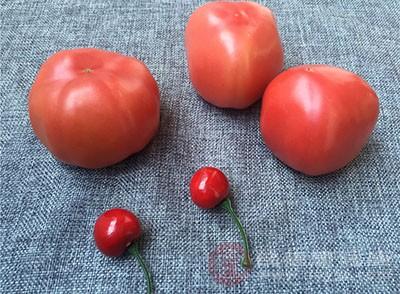 多吃一點西紅柿可以幫助我們排毒養顏