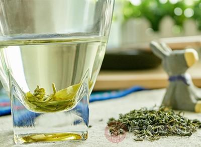 洗净茶杯,将85~90℃开水冲入杯中,然后取茶投入,茶叶便会自动徐徐下沉
