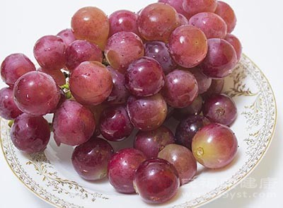 生活中多吃一点葡萄是可以帮助我们缓解低血糖的