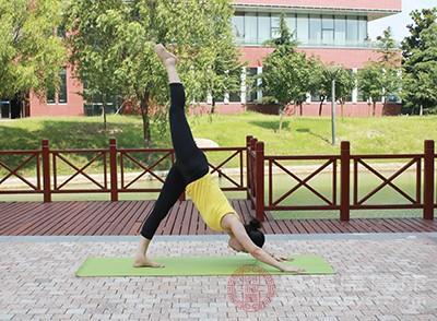 瑜伽的功效 做这项运动能够消除紧张和疲劳