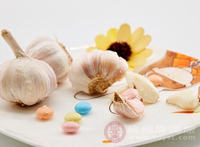 大蒜中所含大蒜素可以刺激神经,消除疼痛