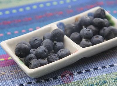 蓝莓富含蛋白质、维生素、膳食纤维、类黄酮、钙、铁、磷、钾
