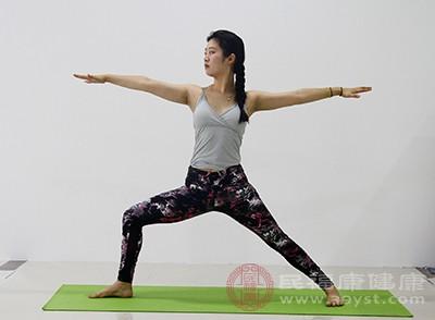 经常练瑜伽能够帮助人们消除紧张感