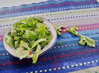 芹菜含有丰富的粗纤维