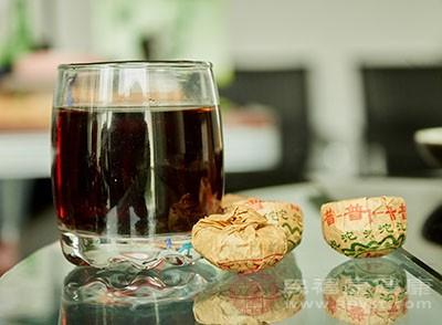 红茶中含有丰富的咖啡碱藉