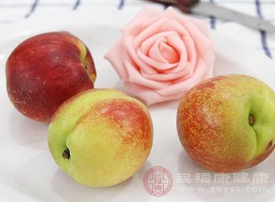 桃子含有大量葡萄糖、果糖、蔗糖、木糖等糖类