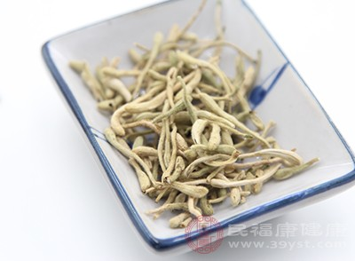 金银花具有清热解毒的作用,能促进有害物质的排出