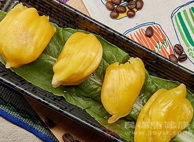 菠萝蜜的核煮熟后食用,是有下奶的作用的