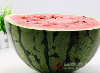 西瓜的功效 吃这种水果帮你分解脂肪