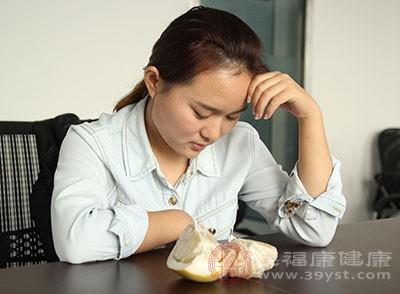 口腔潰瘍的原因 精神因素可能引起這種疾病