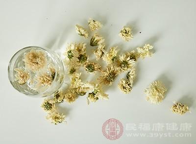 干燥洛神花8朵,菊花10朵,冰糖4颗