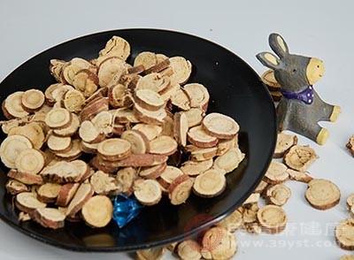 甘草用于调和某些药物的烈性