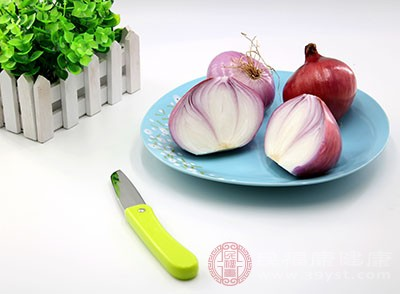 洋葱的硫磺成份在大肠与蛋白质,或肠内的细菌结合