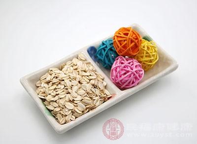 燕麦粉的膳食纤维素成分较高