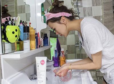 困了怎么洗冷臉可以預防這個問題
