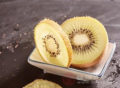 在水果當中獼猴桃可以說是有營養的水果