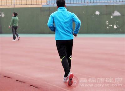 在平時的時候是可以多進行一些主要的體育鍛煉的