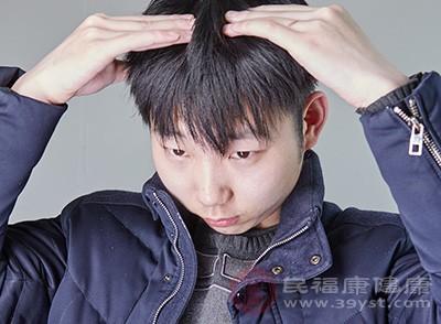 對于突然出現頭痛的人,此時可以選擇按摩,大家對穴位進行按摩能夠緩解頭痛