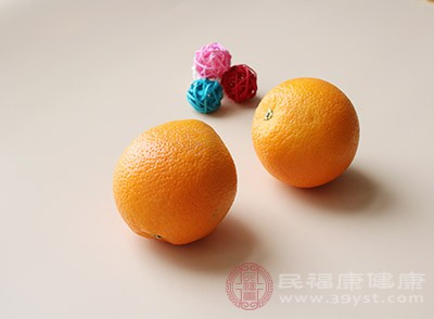 橙子的皮,性味甘苦,具有止痰的作用